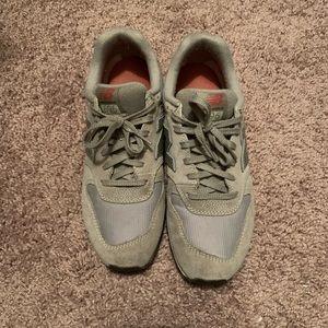 New Balance Shoes - EUC New Balance 696